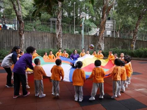 戶外活動:「快樂彩球傘」。