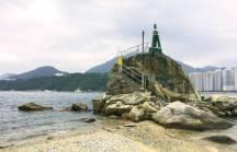 石灘上的燈塔。