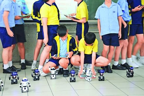 參加機械人班的學生
