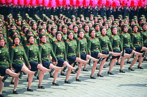 朝鮮閱兵儀式上的女兵