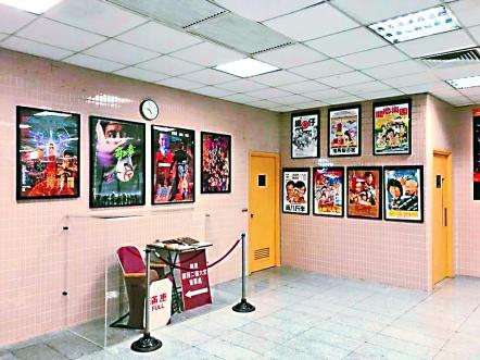 ▲戲院內展出的舊電影海報