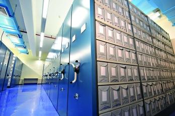 ▲除歷史檔案庫外,大樓亦設有修復檔案實驗室、數碼影像及縮微膠卷攝製器材和膠卷沖洗設施,為保存歷史檔案及圖書館藏品提供支援